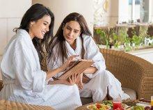 3 nap wellness 2 főre hölgyeknek a hévízi NaturMed Hotel Carbona**** superiorban, félpanzióval, pezsgővel