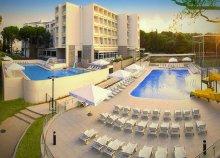 8 nap all inclusive ellátással az Adriai-tengernél, Biogradban, az Adria*** Hotelben