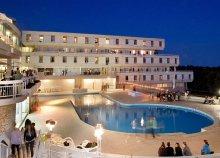 8 nap az Adriai-tengernél, Porecben, félpanzióval, a Hotel Delfinben**