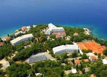 8 nap az Adriai-tengernél, Krk-szigeten, Omisalj városában, félpanzióval, a Hotel Adriaticban
