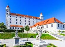 Egynapos buszos utazás, húsvéti városnézés Pozsonyban, vásár a Schlosshof-kastély kertjében