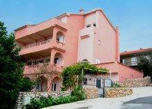 8 nap az Adriai-tengernél, a Kvarner-öbölben, Novi Vinodolskiban, önellátással, a Butkovic Apartmanban