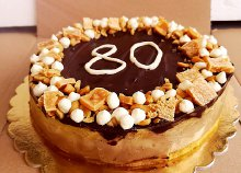 16 szeletes torta választható ízben és egyedi díszítéssel a Vegan Sweet jóvoltából