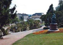 1 napos buszos kirándulás Ausztriába, a Laxenburg kastélyhoz és a híres badeni rózsákhoz
