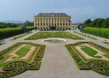 1 napos buszos utazás Bécsbe, a Schönbrunni kastélyhoz és az Állatkerthez, idegenvezetéssel