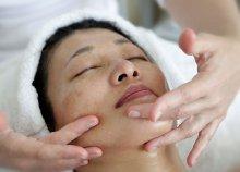 30 perces arc-, nyak-, dekoltázs- és vállmasszázs hatóanyaggal a budai Relax Spa szalonban