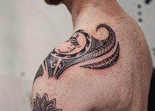 Maori törzsi tetoválás készítése a World End Tattoo jóvoltából