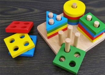 Készségfejlesztő fa játék kicsiknek