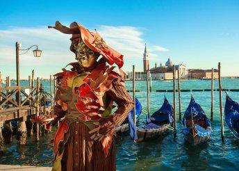 Vár a színpompás velencei karnevál