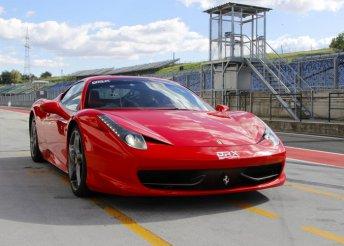 Élményvezetés Ferrari 458 Italia versenyautóval az Euroringen, 2, 3, 4 vagy 5 körön át a Drive-X Sporttól