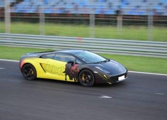 Élményvezetés választható versenyautóval a DRX-Ringen, 2, 3, 4, 6, 8 vagy 10 körön át
