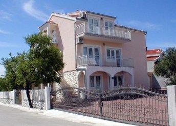 8 nap az Adriai-tengernél, Trogirban, önellátással, a Ciovo városrészben lévő Sauka*** Apartmanban