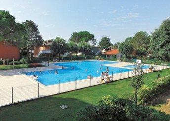 Lazítás az olasz Adrián, Bibionéban, önellátással, a fenyőerdővel övezett Villaggio Azzurro vendégeként