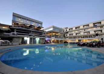 4 napos nyaralás 2 főre az Adriai-tengernél, Porecben, busszal, félpanzióval, a Delfin** Hotelben