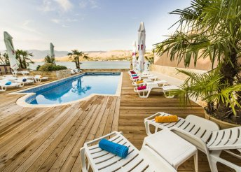 8 napos lazítás az Adriai-tengernél, Pag-szigeten, félpanzióval, a Plaza**** Hotelben