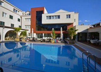 8 nap az Adriai-tengernél, Murter-szigeten, Tisnóban, reggelivel, a Borovnik**** Hotelben