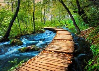 4 napos kirándulás a Plitvicei-tavakhoz és az Adriai-tengerhez, busszal, félpanzióval, idegenvezetéssel