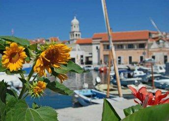 4 vagy 6 napos nyaralás az Adriai-tengernél, Dalmáciában, Prvicben, önellátással, 4-6 fős apartmanokban