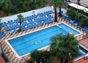 8 napos nyaralás 2 főre Costa Braván, repülőjeggyel és illetékkel, félpanzióval, a Rosa Nautica*** Hotelben
