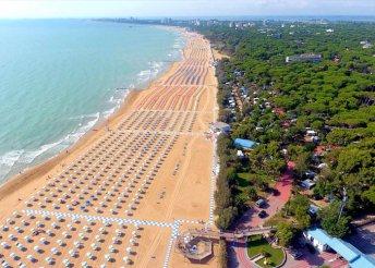 Nyaralás az Adriai-tengernél, Olaszországban, Lignanóban, önellátással, az Appartamenti Verdemare vendégeként