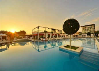 8 napos nyaralás Alanyában, repülőjeggyel, all inclusive ellátással, a tengerparti White City Resortban*****