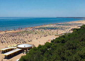 Kikapcsolódás az Adriai-tengernél, Olaszországban, Lignanóban, önellátással, az Appartamenti Lucernában