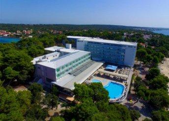 Nyaralás az Adriai-tengernél, Zadarban, 8 nap teljes panziós ellátással a Pinija Hotelben****