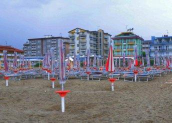 1 napos strandolás az olasz riviérán, Caorle városkájában, buszos utazás 4 választható nyári időpontban