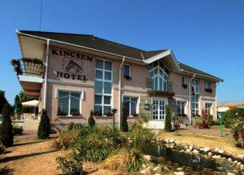 3 napos nyaralás 2 főre a Bakonyalján, a kisbéri Kincsem Wellness Hotelben, félpanzióval, várbelépővel