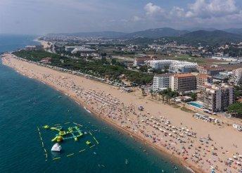 8 nap 2 főre Costa Braván, repülőjeggyel és illetékkel, félpanzióval, a Hotel Riviera**** vendégeként
