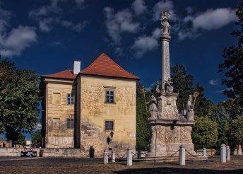 Buszos utazás Vöröskő várához és Nagyszombatra