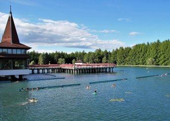 Buszos kirándulás Hévízre, a híres tófürdőhöz, és az egregyi pincesorhoz