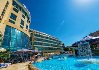 8 nap 2 főre Naposparton, az Ivana Palace Hotelben****, félpanzióval, repülőjeggyel, illetékkel