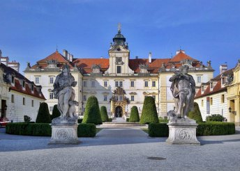 1 napos buszos utazás Csehországba, morvaországi kastélyokhoz, vár Lednice és Valtice vára