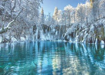 1 napos buszos kirándulás a téli pompában fürdő Plitvicei-tavakhoz, idegenvezetéssel