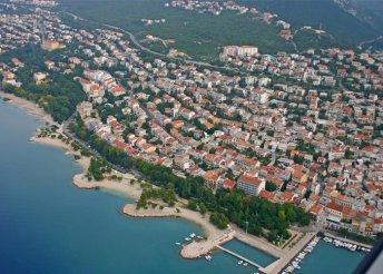 1 napos strandolás az Adriai-tenger partján, a Kvarner-öbölben, Crikvenicán, buszos utazással