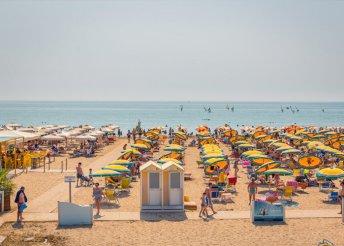 1 napos strandolás az olasz Adrián, Bibione partjainál, busszal, az augusztus 20-i hosszú hétvégén is