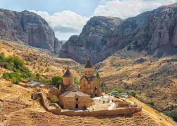 7 napos körutazás Örményországban, repülőjeggyel, illetékkel, félpanzióval, belépőkkel, idegenvezetéssel
