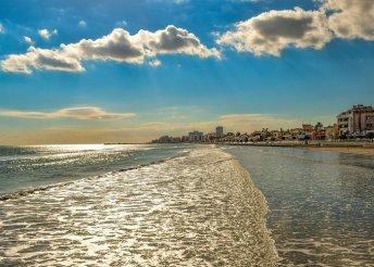 8 nap 2 főre Dél-Cipruson, félpanzióval, repülővel, a lárnakai Flamingo Beach*** Hotelben