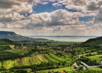 1 napos buszos utazás a Káli-medencébe, uzsonnával a Kővári Kecskefarmon
