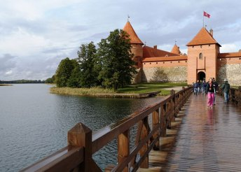 10 napos körutazás a Baltikumban szentpétervári városnézéssel, repülőjeggyel, illetékkel, reggelivel
