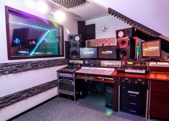 Egy dal feléneklése a Nortyx Hangstúdióban, videóklippel együtt, meglévő zenei alapra