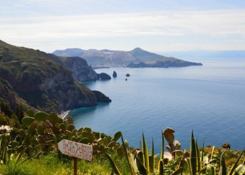 7 napos kirándulás a Lipari-szigeteken, repülőjeggyel, 3*-os szállással, reggelivel