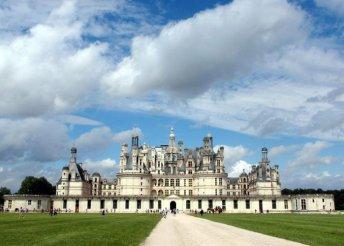 Párizsi városnézés Versailles és a Loire-völgyi kastélyok meglátogatásával, busszal, reggelivel