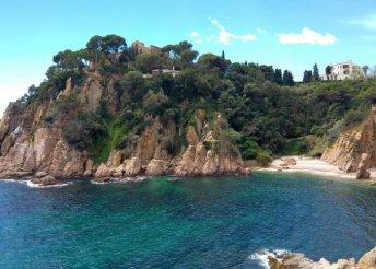 Csillagtúrák és tengerparti pihenés Costa Braván, buszos utazással, 3*-os szállással