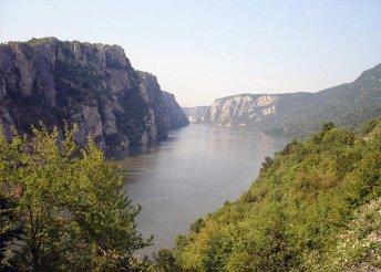 7 napos kirándulás a Duna-deltánál és a Fogarasi-havasoknál, busszal, félpanzióval, 3*-os szállással