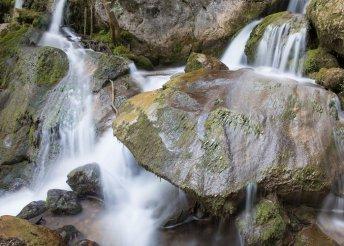 1 napos buszos utazás az ausztriai Myrafälle-vízeséshez és Laxenburg kastélyparkjába