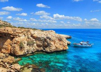 6 vagy 8 napos nyaralás Cipruson, Larnacán, a Golden Bay Beach***** Hotelben