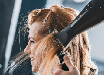 Női hajvágás mosással és szárítással a Nadin Hair Fodrász Szalonban, akár extra hosszú hajra is