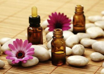 60 perces hangulatjavító aromaterápiás masszázs arcmasszázzsal a Green-Gold Day Spában